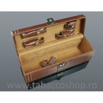 Cutie din lemn imbracata in...